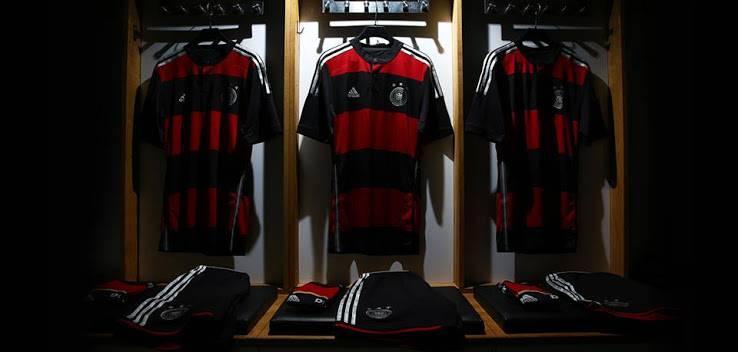 Logo adidas  và Tuyển Đức World Cup 2014  tại cửa hàng Hồng Phúc Sport