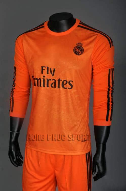 Bộ quần áo Real Madrid cam hình rồng 14/15 tay dài.