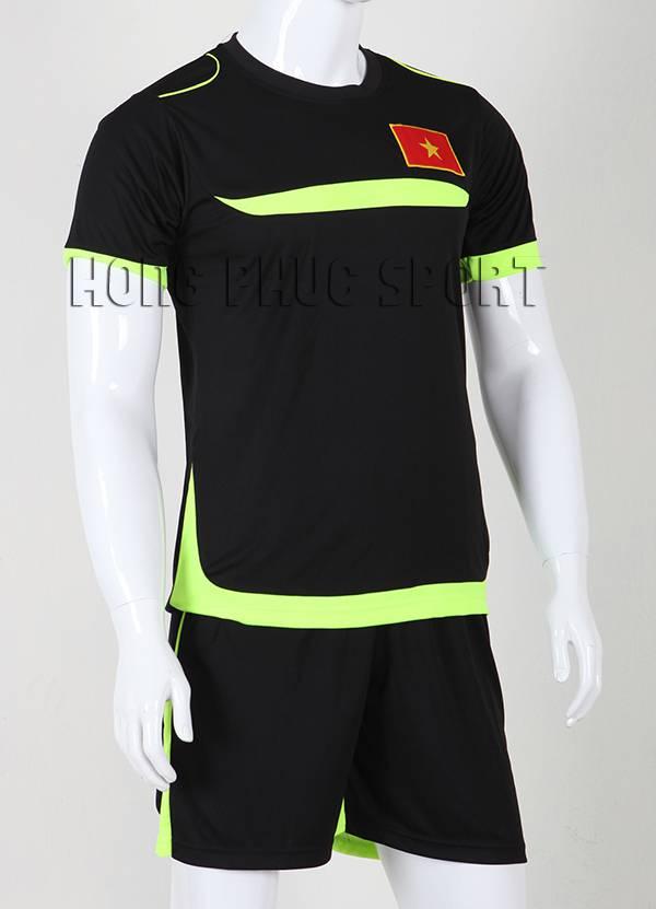 Mẫu áo Training Việt Nam 2015-2016 màu đen viền xanh chuối