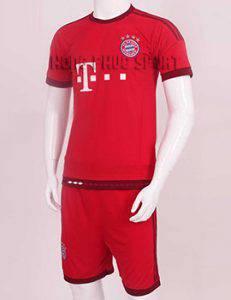 Mẫu quần áo đá banh bayern 2015-2016 sân nhà màu đỏ