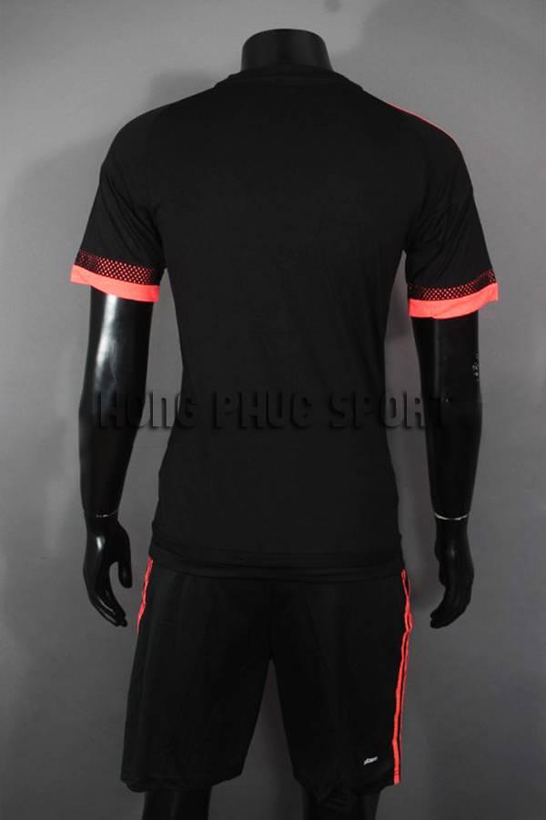 Mặt sau áo đá banh MU 2015-2016 sân khách màu đen mẫu thứ 3