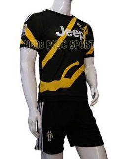 Mẫu áo training Juventus 2015-2016 đen phối vàng