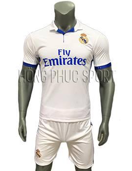 Mẫu quần áo Real Madrid 2016 2017 sân nhà mầu trắng viền xanh cổ bẻ