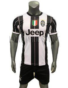 Mẫu áo đấu Juventus 2016 2017 sân nhà sọc đen trắng