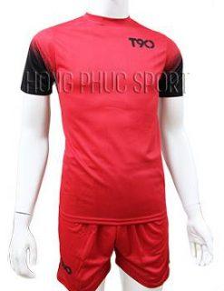 Mẫu áo T90 mầu đỏ không logo 2016 2017