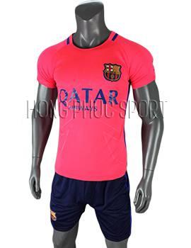 Mẫu áo training Barcelona 2016 2017 màu hồng