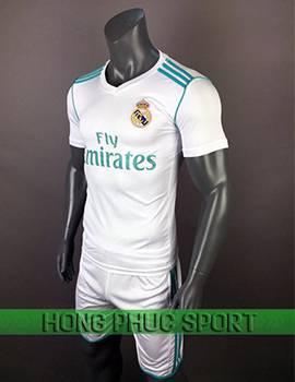 Mẫu áo đấu Real Madrid 2017-2018 sân nhà trắng viền xanh