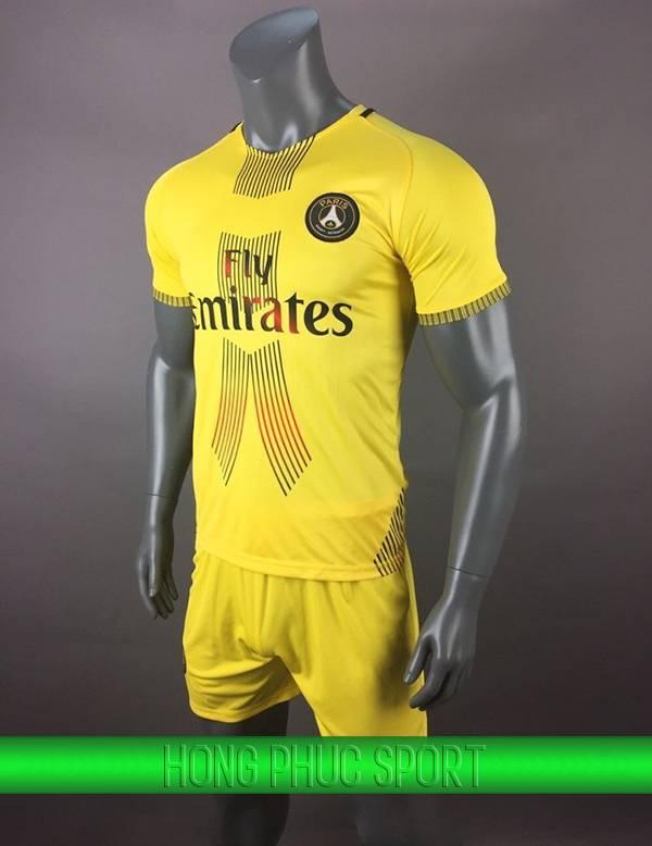Áo training mùa giải Paris Saint-Germain 2017 2018 màu vàng