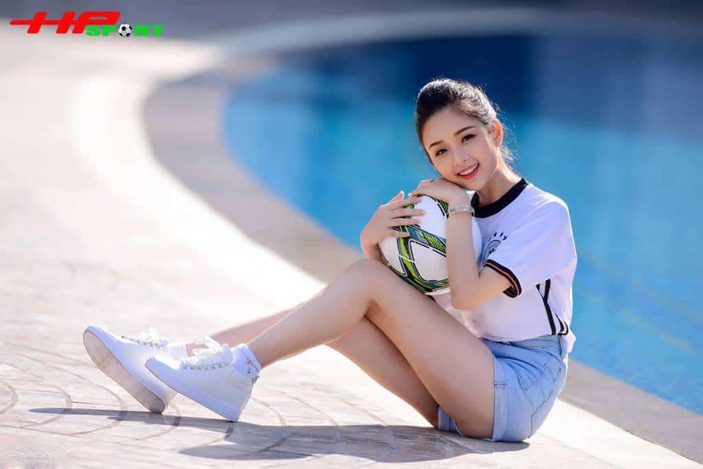 Ngọc Ánh từng tham dự cuộc thi Người đẹp xứ Tuyên 2014 và giành giải Gương mặt khả ái nhất, một danh hiệu xứng đáng cho người đẹp có khuôn mặt trẻ thơ.