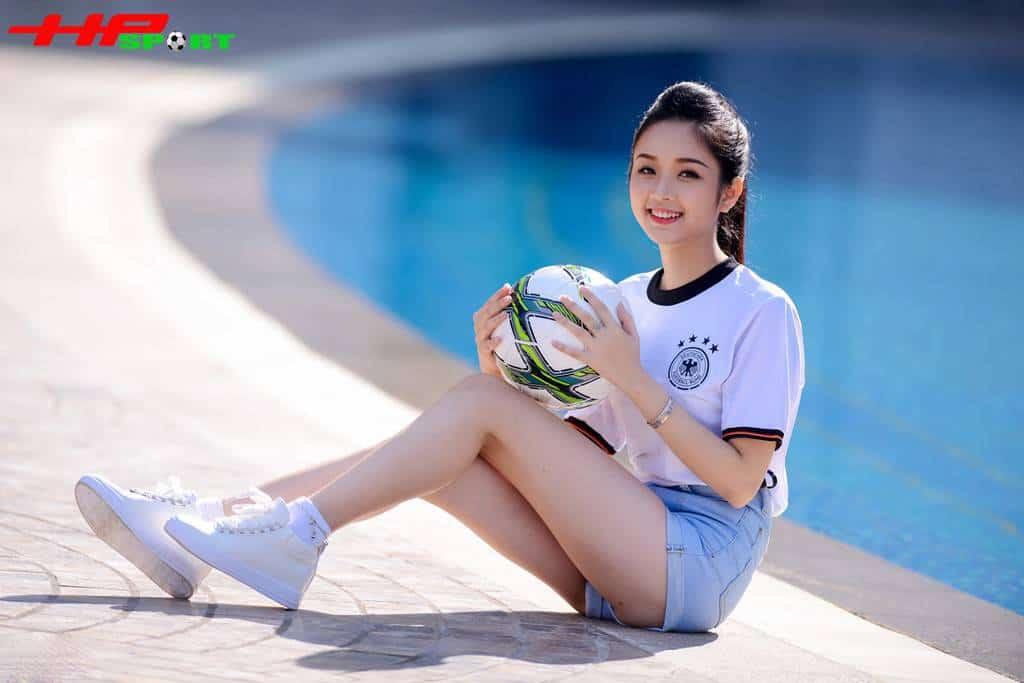 Ngoài đam mê hội hoạ, nữ sinh xứ Tuyên còn đam mê âm nhạc, nấu ăn, du lịch, thời trang và một chút về thể thao.