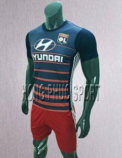 áo đấu Olympic Lyon sân khách 2017 2018 tím than phối đỏ