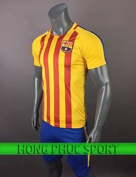 Mẫu áo training Barcelona 2017 2018 vàng sọc đỏ