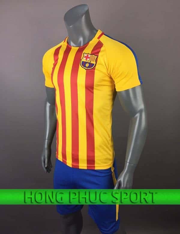 Bộ quần áo training Barcelona 2017 2018 vàng sọc đỏ