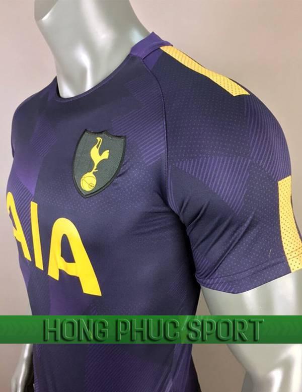 Mẫu áo đấu Tottenham mẫu ba 2017 2018 tím than viền chuối vai áo