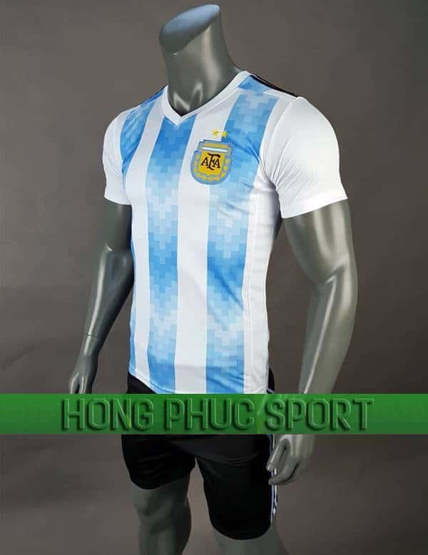 Mẫu áo đấu tuyển Argentina World Cup 2018 sân nhà trắng sọc xanh