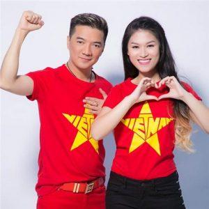 Áo cờ đỏ sao vàng cổ vũ bóng đá U23 Việt Nam tại AFC Cup 2018