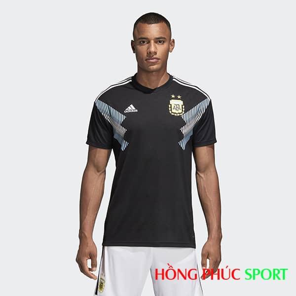 Bộ áo đấu sân khách Argentina (góc nhìn trước)
