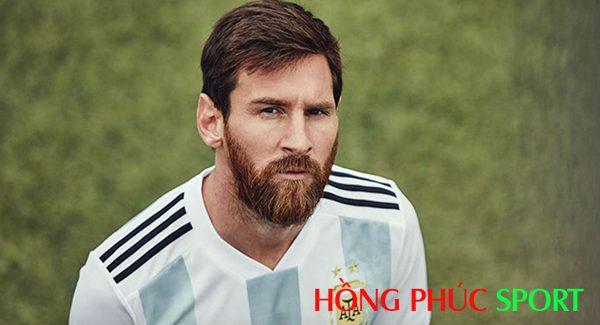 Siêu sao Messi nổi bật trong áo đấu sân nhà đội tuyển Argentina
