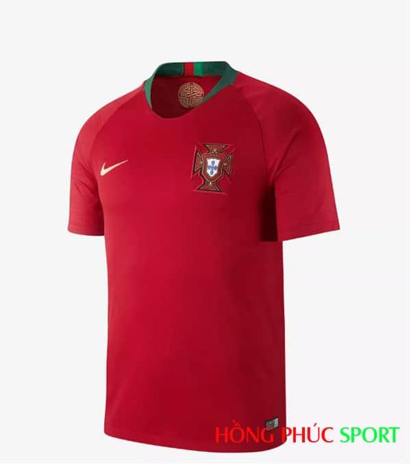 Áo đấu sân nhà đội tuyển Bồ Đào Nha (phía ngực áo)