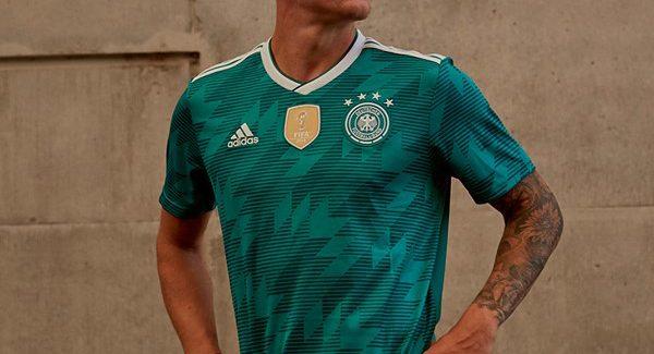 Tony Kross trong màu áo đội tuyển quốc gia Đức