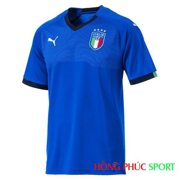 Bộ quần áo đấu đội tuyển Italia 2018 sân nhà màu xanh thiên thanh (phía ngực áo)