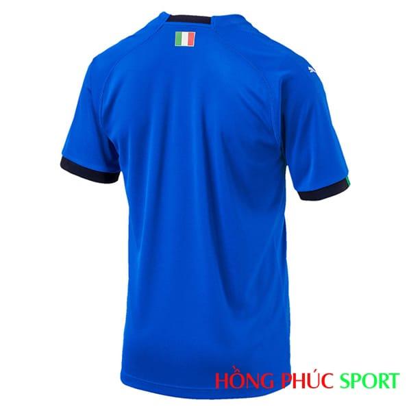 Bộ quần áo đấu đội tuyển Italia 2018 sân nhà màu xanh thiên thanh (phía lưng áo)