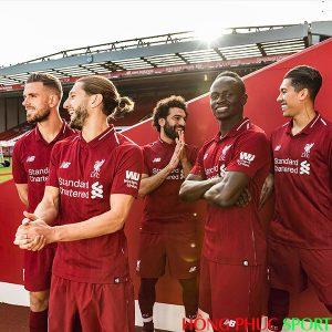 Các cầu thủ Liverpool trong trang phục thi đấu mùa giải 2018 2019