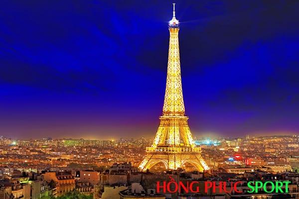 Tháp Eiffel lung linh về đêm là ý tưởng của Logo và áo đấu PSG sân khách