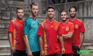 Các cầu thủ trong áo đấu sân nhà đội tuyển Tây Ban Nha