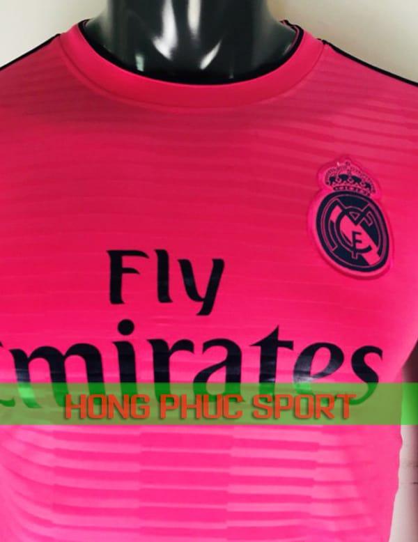 Ngực áo đấu Real Madrid mẫu thứ ba 2018 2019 màu hồng