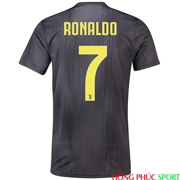 Phía sau áo đấu Juventus thứ ba mùa giải 2018 2019