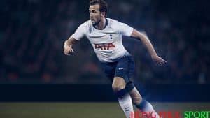 Tiền đạo Harry Kane trong áo đấu Tottenham sân nhà mùa giải 2018 2019