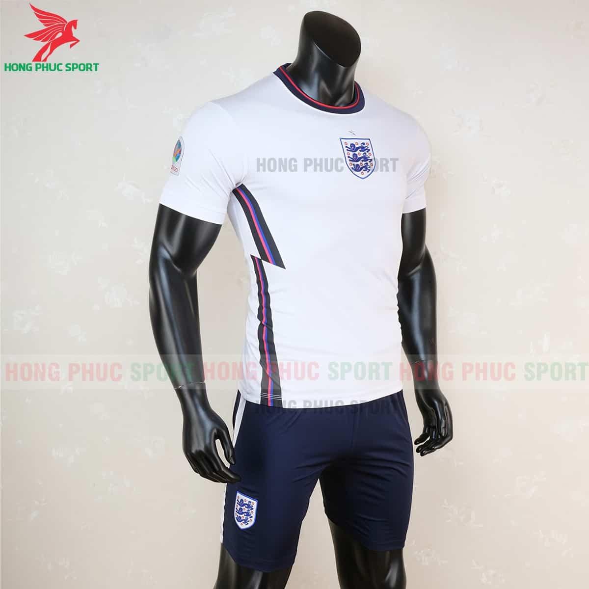 Áo đội tuyển Anh sân nhà Euro 2021 có màu trắng và quần xanh đen