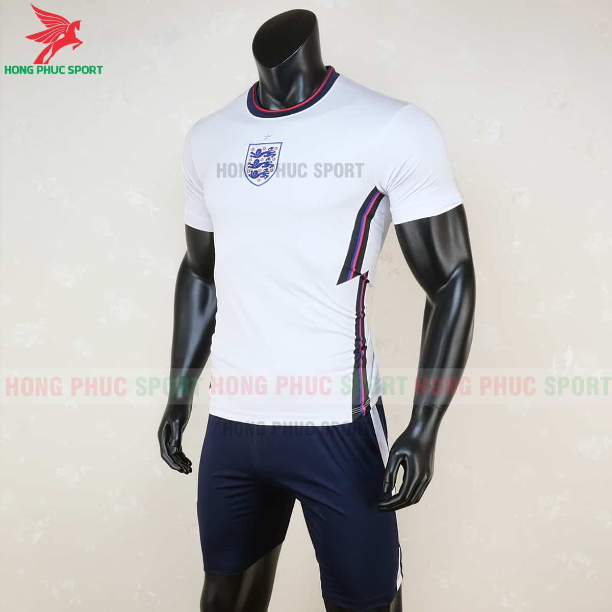 Thiết kế cổ tròn và đường Zig-zag trên áo tuyển Anh 2021
