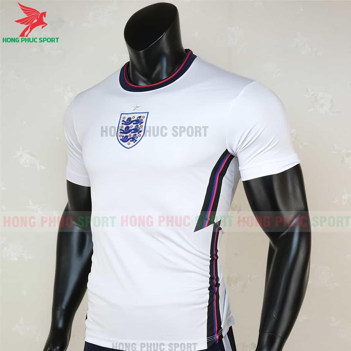 Thiết kế cổ tròn và đường Zig-zag trên áo tuyển Anh 2021 (1)