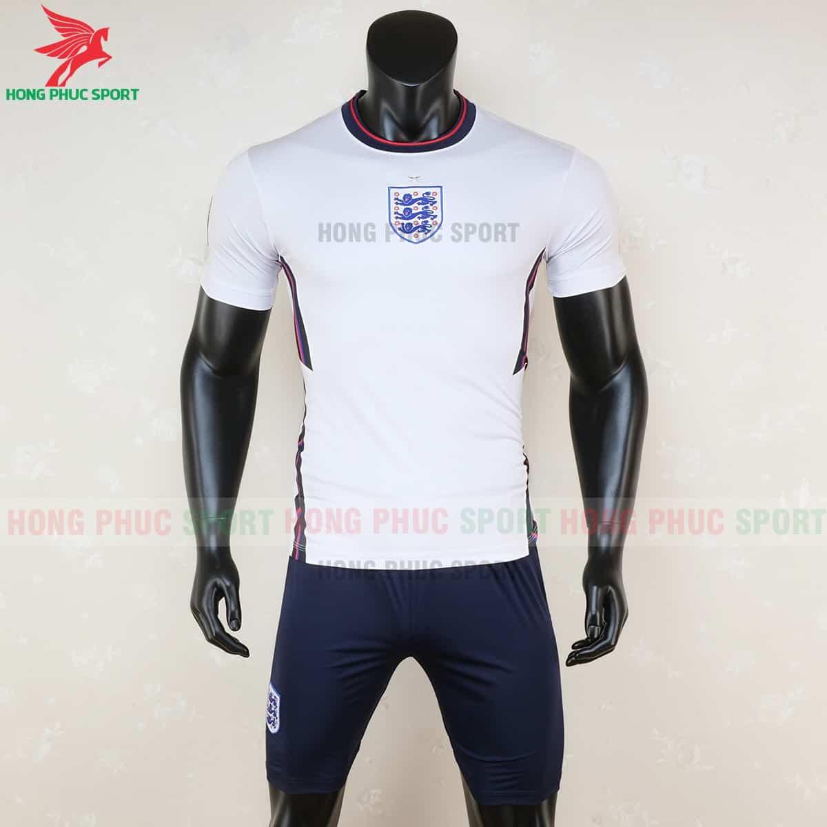 Áo bóng đá tuyển Anh Euro 2021 có logo ở giữa ngực