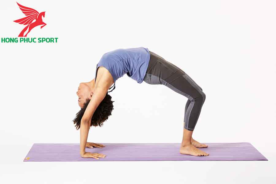 bai-tap-Yoga-giam-mo-bung-Chakrasana