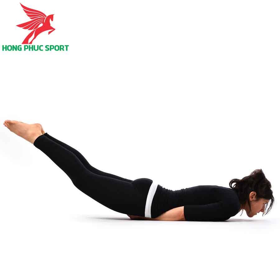 bai-tap-Yoga-giam-mo-bung-Locust-Pose